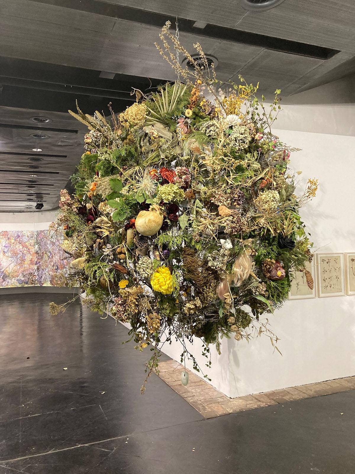 Yvonne Oswald und Karin Pliem, orbis terrae / Weltkugel, Installation, 2021