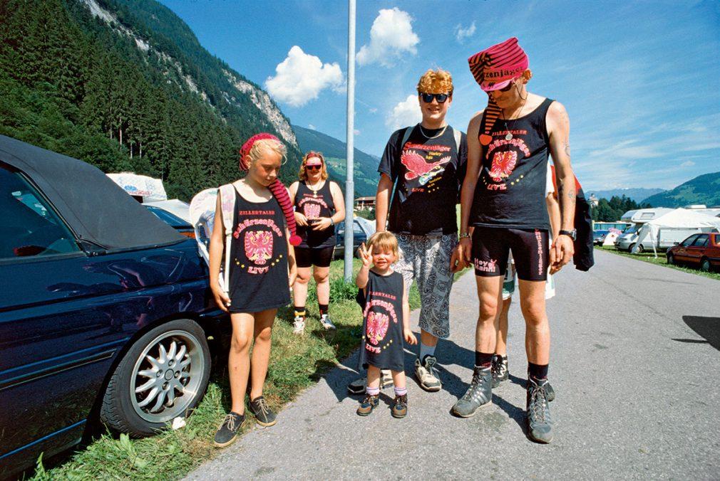 Lois Hechenblaikner Hinter den Bergen