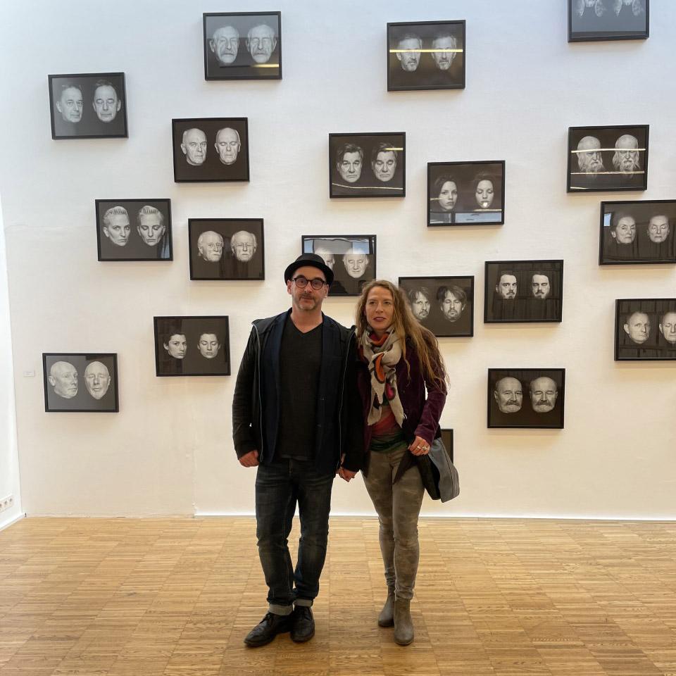 Ausstellungsbesucher Michael Kollmann und Maria Reitter