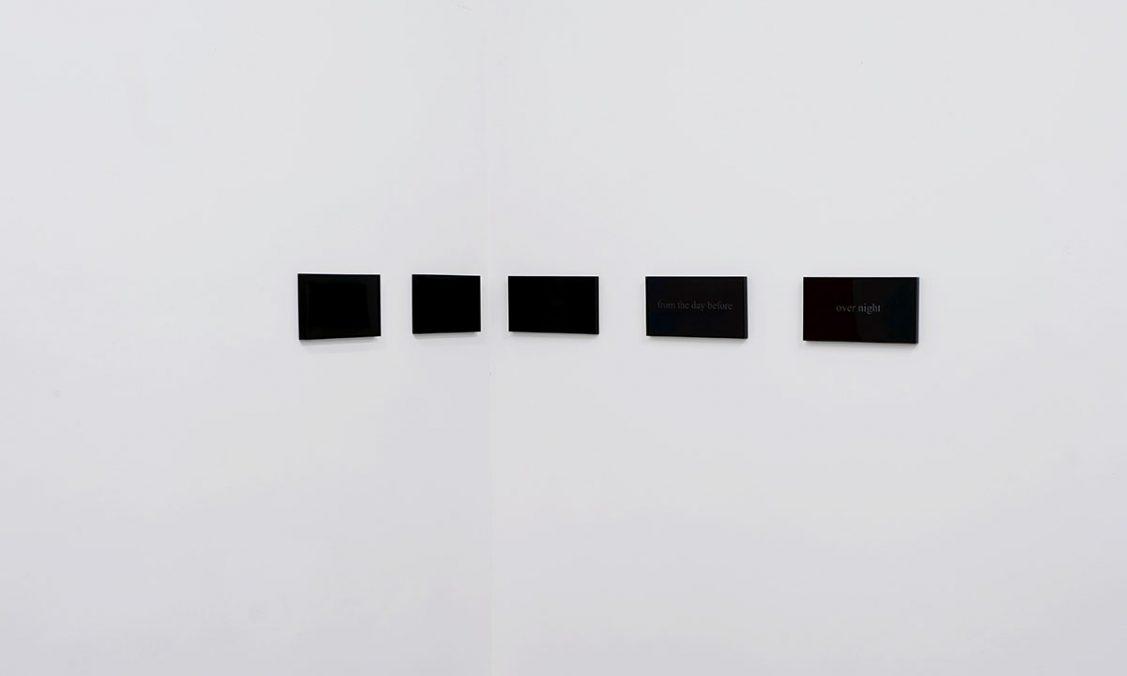 Elisabeth Molin, Did not end at (2020), alu frames, privacy films, texts, 17 cm x 2,23 m