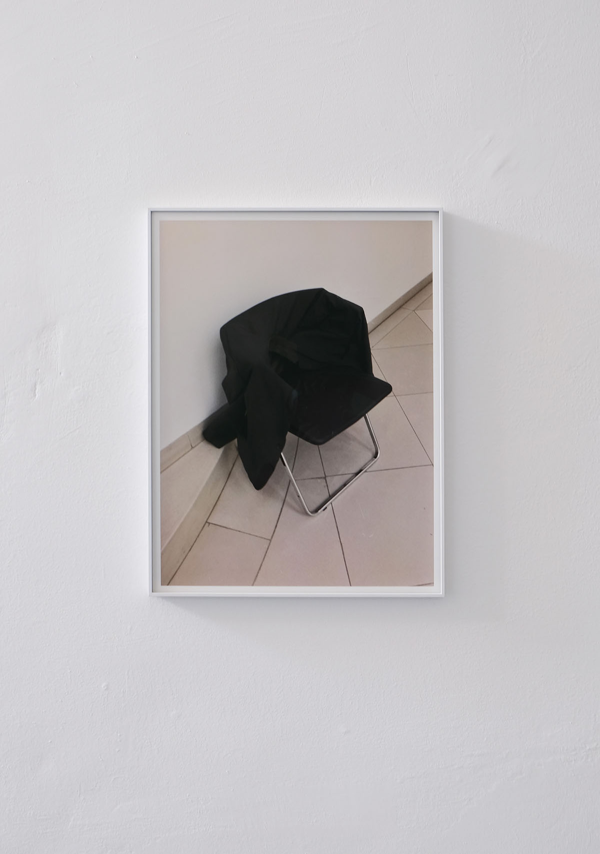 Elisabeth Molin, as if you could just kill time (2019), archival pigment print, alu frame, 56 x 37 cm