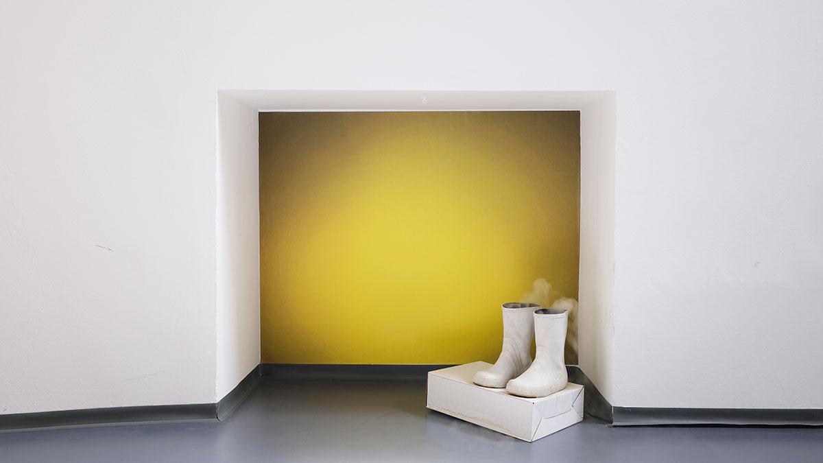 Elisabeth Molin, translucent skin, neoprene suits (2021) wallpaper, rubber boots, humidifiers, ventilators, cardboard box, dimensions variable