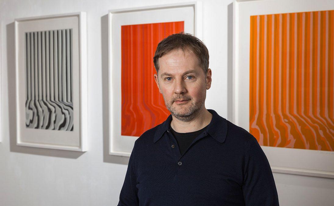 Ian Davenport in seiner Ausstellung in Salzburg, 2013, (c) Galerie HAAS & GSCHWANDTNER Salzburg