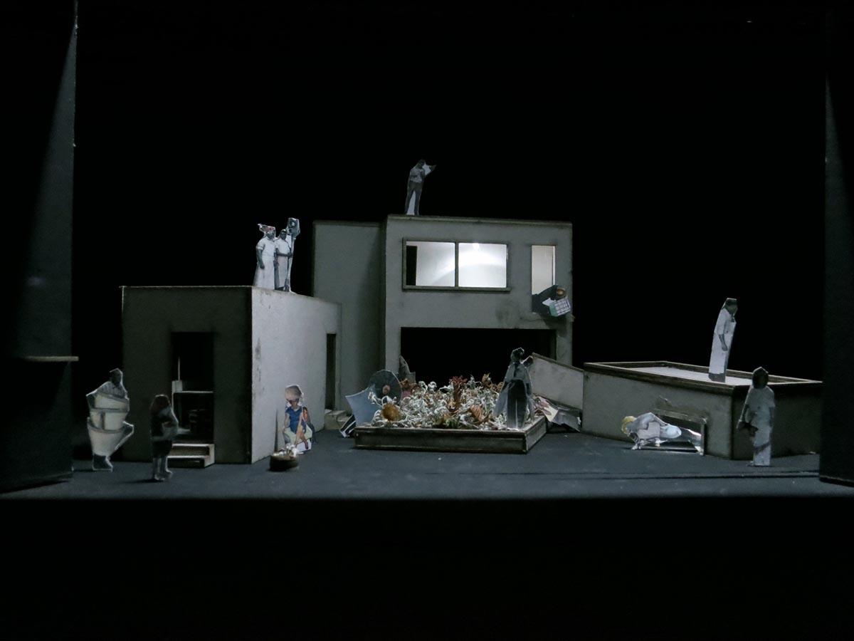 """Modell für das Bühnenbild der Oper """"Erdbeben. Träume"""""""