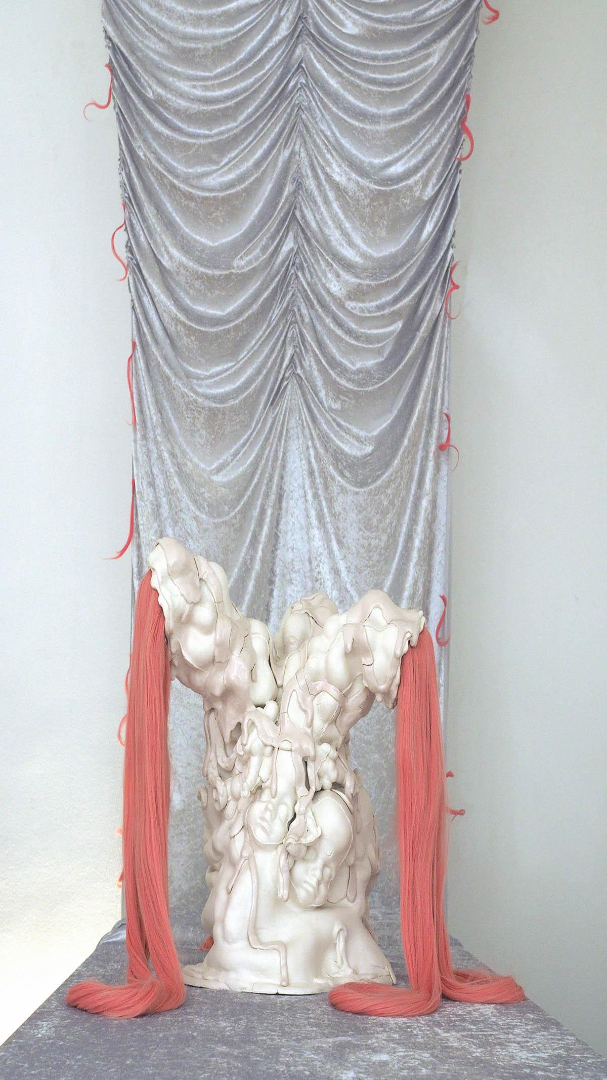 Julia Belova Najadenbrunnen 2021 Porzellan, künstliche Haare 70 x 55 x 55 cm € 12.000 .-