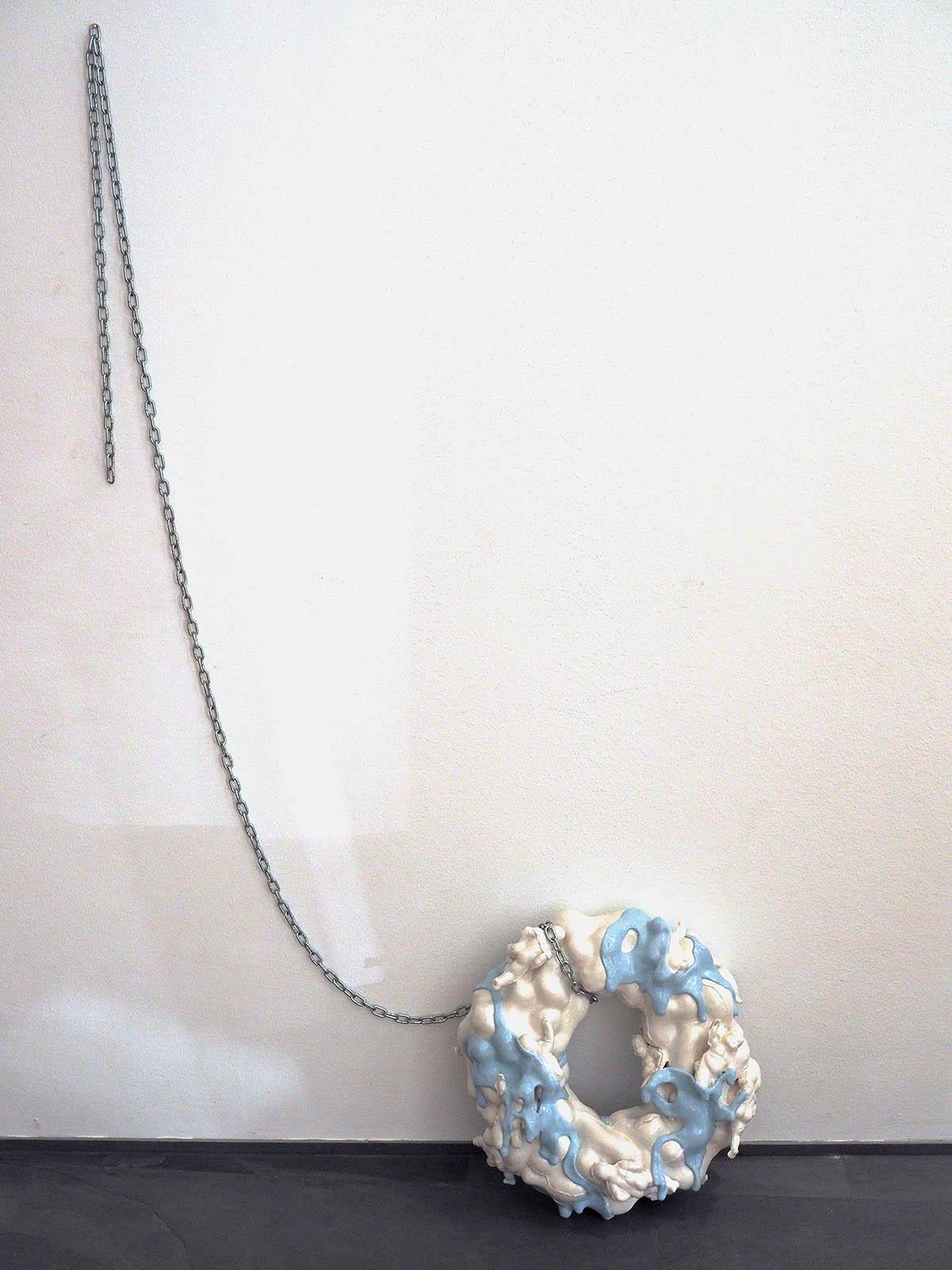 Julia Belova Paradise Ring 2020 Porzellan, Kette 60 x 60 cm € 5600 .-