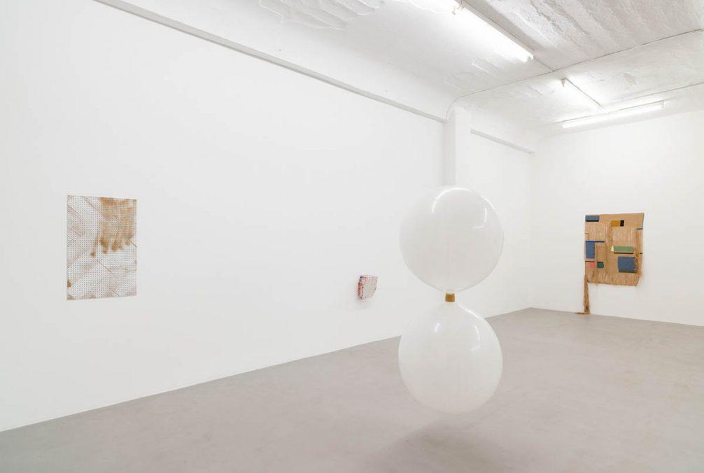 kajetan presents | Ausstellungsansicht 2021 Von links nach rechts: Shila Khatami, Elisabeth Vary, Carla Guagliardi, Ingrid Lønningdal | Courtesy the artists & kajetan Berlin