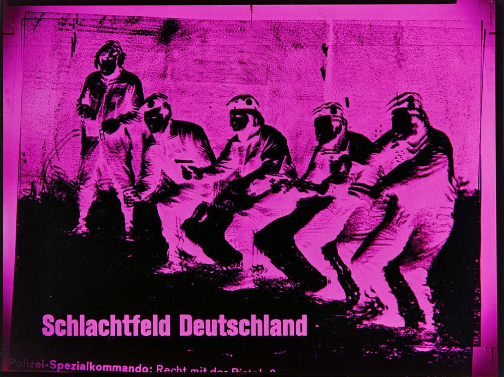 Katharina Sieverding: XI/78, SCHLACHTFELD DEUTSCHLAND, 1978 C-Print, Acryl, Stahlrahmen 300 x 375 cm © Katharina Sieverding, VG Bild-Kunst 2021 Foto: © Klaus Mettig, VG Bild-Kunst 2021
