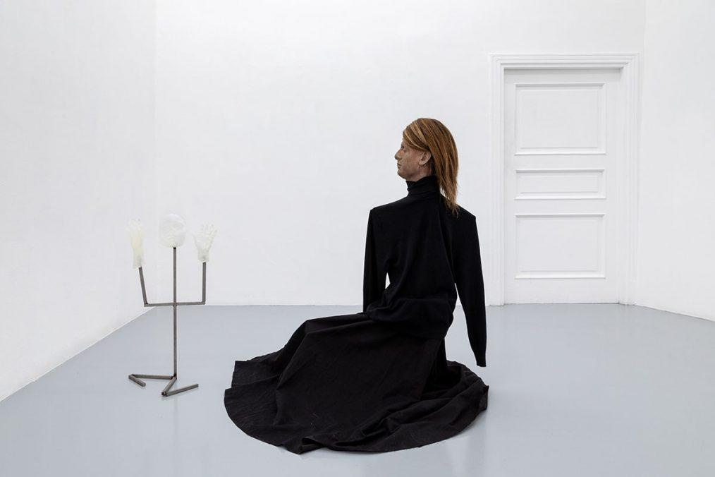 Luca Francesconi, Infertilità, 2021, bronze, aluminium, resin, clothes, human hairs, cm 75 x 40 x 30 / cm 110 x 120 x 100, Photo: Danilo Donzelli
