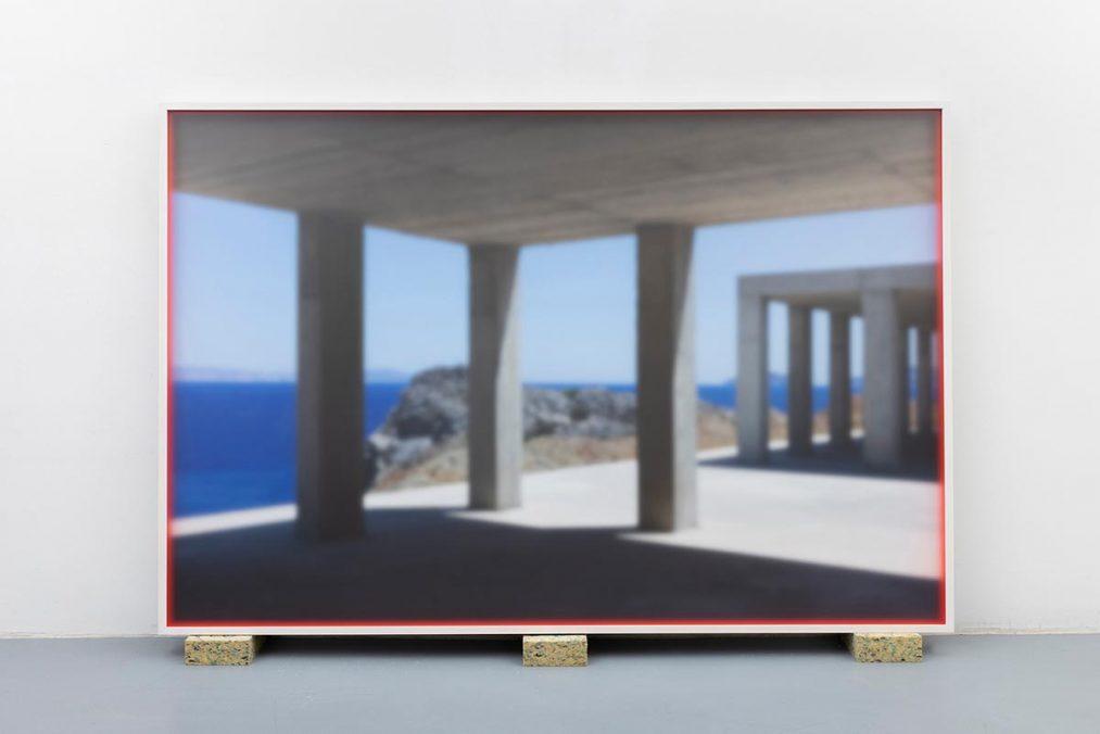 Mario Kiesenhofer | Island – Agios Pavlos Beach, Crete | Pigment Print, Neon Acrylfarbe auf Distanzleiste, gerahmt hinter satiniertem Plexiglas | 150 × 100 cm | 2019/21 | Studio View | © Bildrecht Wien 2020