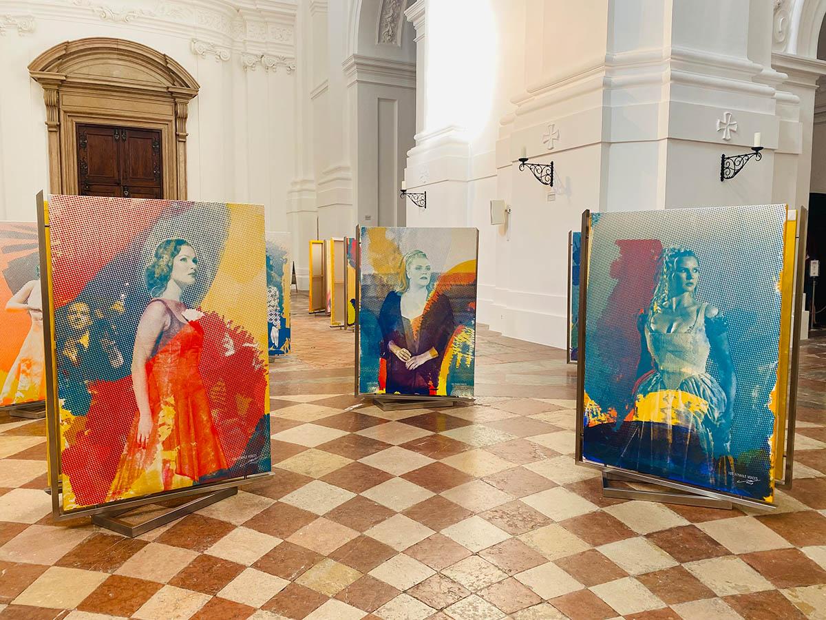 Ausstellungsansicht. Martina Stock 100 Female Voices