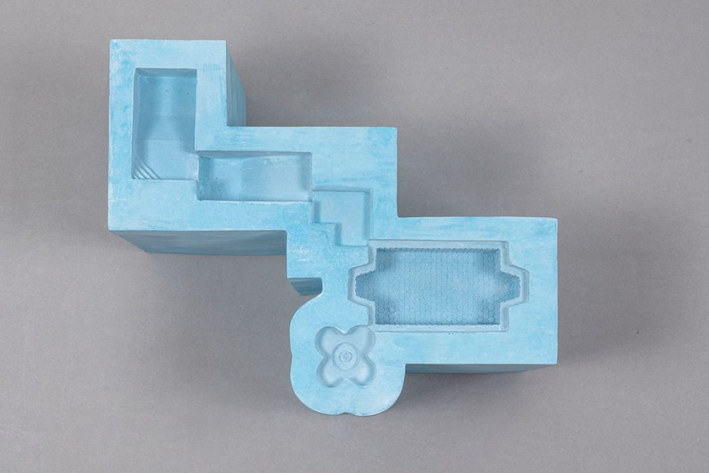 Nazgol Ansarinia Connected Pools, 2020 Plaster, pigment color and paint 22 × 33 × 28 cm Ed. Unique in a series of 2 + 1 AP Courtesy of the Artist and Galleria Raffaella Cortese, Milan Photo: Lorenzo Palmieri