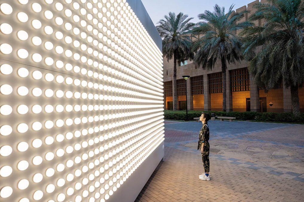 CarstenHöller_LightWall(OutdoorVersion),2021_NationalMuseum_NoorRiyadh_2021_01
