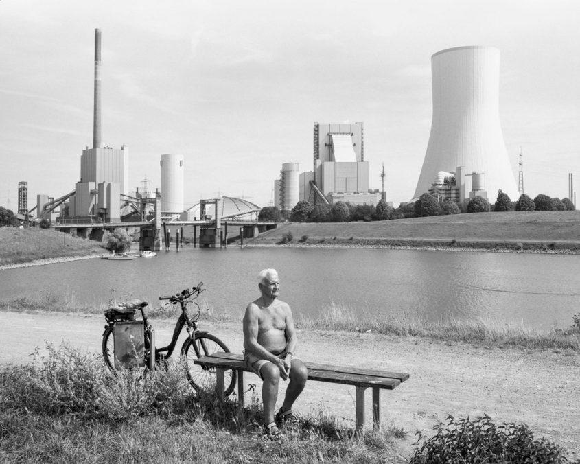 Ute Mahler und Werner Mahler Der Rhein bei Walsum, 2019, aus der Serie An den Strömen, 2019–2020 © Ute Mahler und Werner Mahler/OSTKREUZ