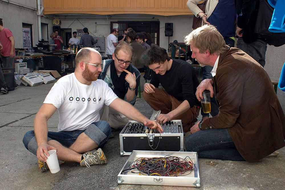 1. Mr Schneiders in Vienna, Experimenting