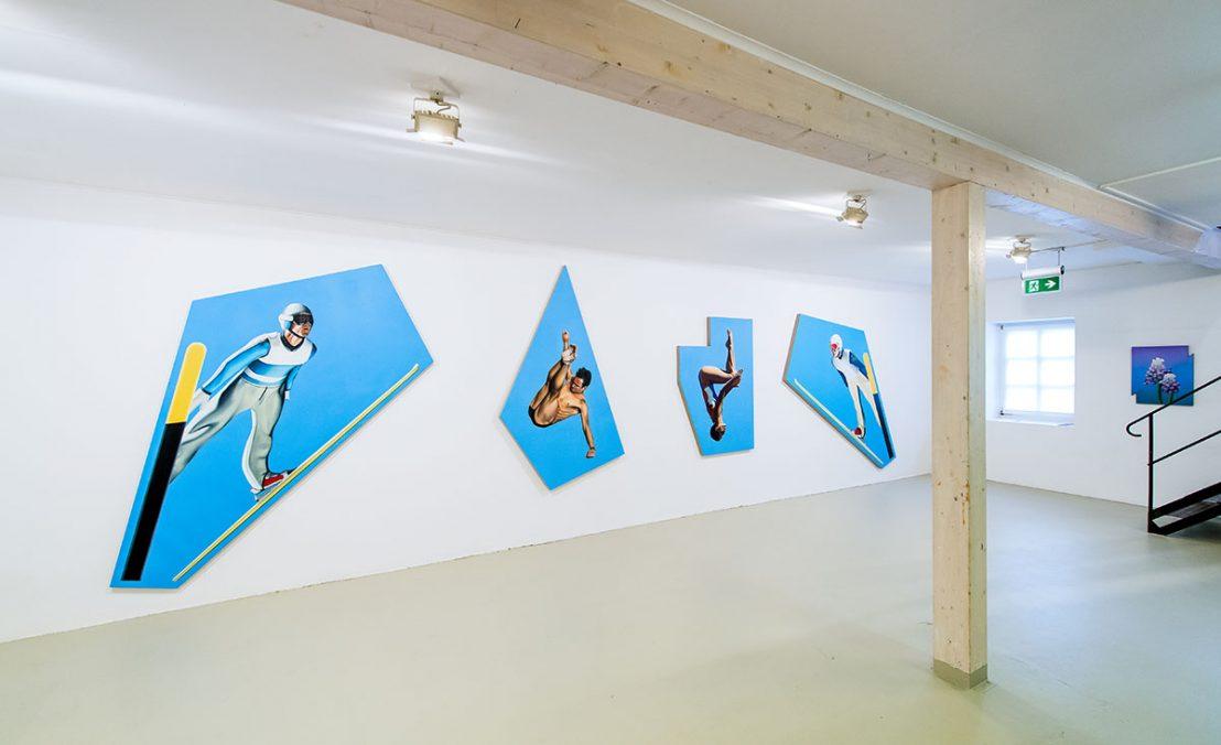 From left to right: Thorben Eggers, Skispringer 2, oil on canvas, 170 x 217 cm, 2018   Turm 2, oil on canvas, 195 x 125 cm, 2018   Turm 1, oil on canvas, 143 x 100 cm, 2018   Skispringer 1, oil on canvas, 170 x 217 cm, 2018     Wallpaper 3, oil on wood, 60 x 42 cm, 2018. Solo Exhibition, Zuschnitt, Kunstverein Flensburg - Kunst und Co, 2019. Photo: Benjamin Nolte